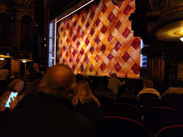 Brooks Atkinson Theatre, secção: Orchestra R, fila: G, lugar: 22