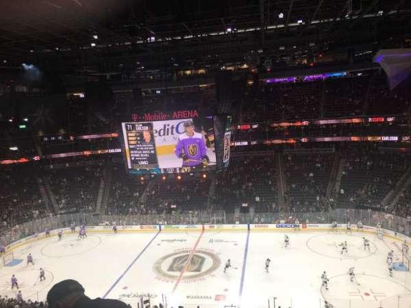 T-Mobile Arena, secção: 206, fila: F, lugar: 11