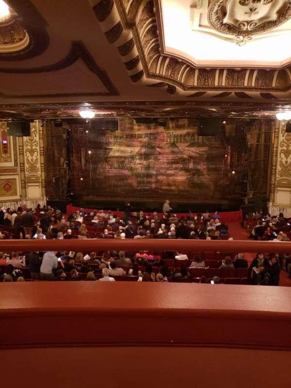 Cadillac Palace Theater, secção: Dress Circle C, fila: A, lugar: 221