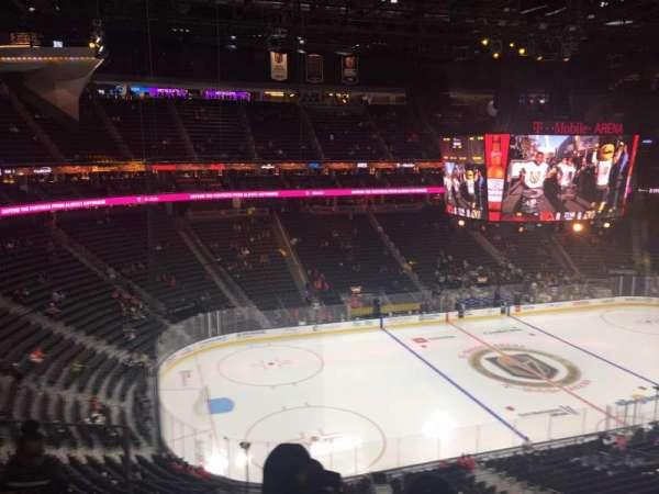 T-Mobile Arena, secção: 220, fila: d, lugar: 3