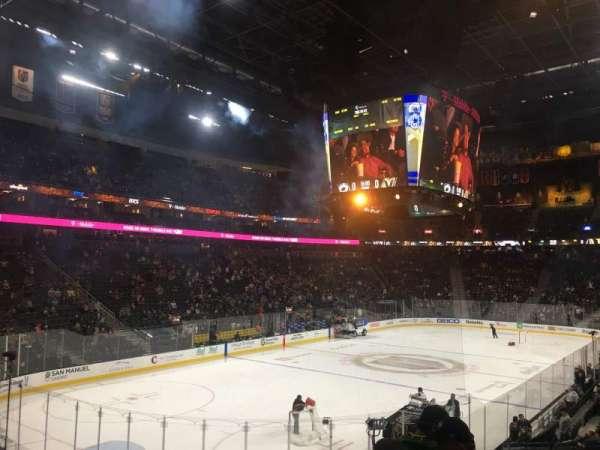 T-Mobile Arena, secção: 12, fila: R, lugar: 14