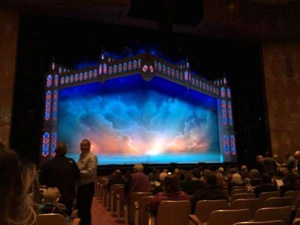 Fisher Theatre, secção: MNLT, fila: O, lugar: 1