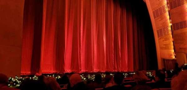 Radio City Music Hall, secção: Orchestra 6, fila: HH, lugar: 608
