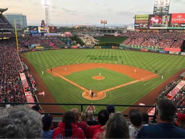 Angel Stadium, secção: V419, fila: E, lugar: 10