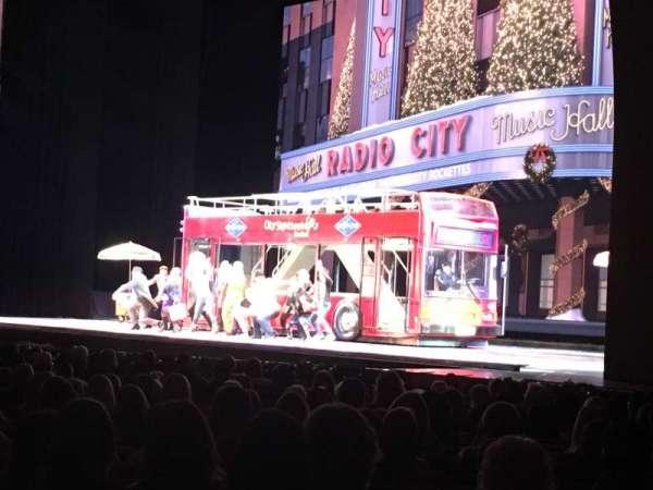 Radio City Music Hall, secção: Orchestra 1, fila: TT, lugar: 110