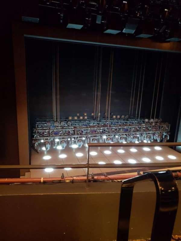 Lunt-Fontanne Theatre, secção: Front mezzanine, fila: B, lugar: 1
