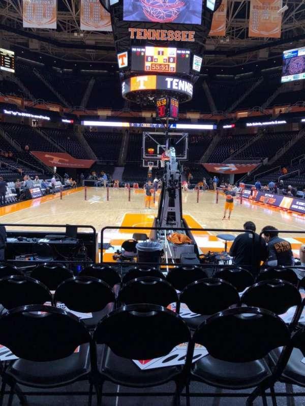 Thompson-Boling Arena, secção: 113, fila: 1, lugar: 12