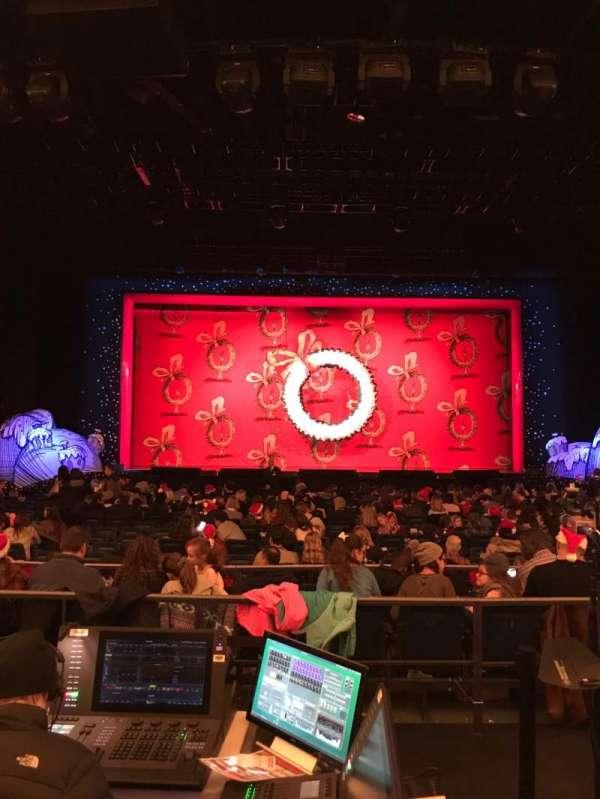 Hulu Theater at Madison Square Garden, secção: 200, fila: B, lugar: 4