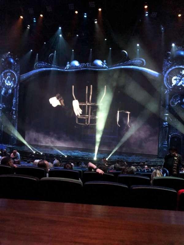 Michael Jackson One Theatre, secção: 204, fila: AA, lugar: 6