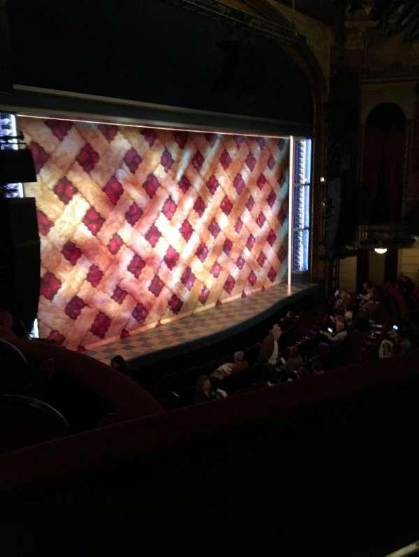 Brooks Atkinson Theatre, secção: Mezzanine, fila: B, lugar: 25