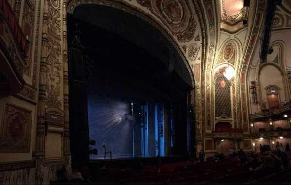Cadillac Palace Theater, secção: OORCHFL, fila: H, lugar: 23