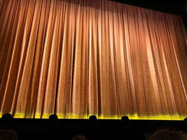 Savoy Theatre, secção: Stalls, fila: B, lugar: 16