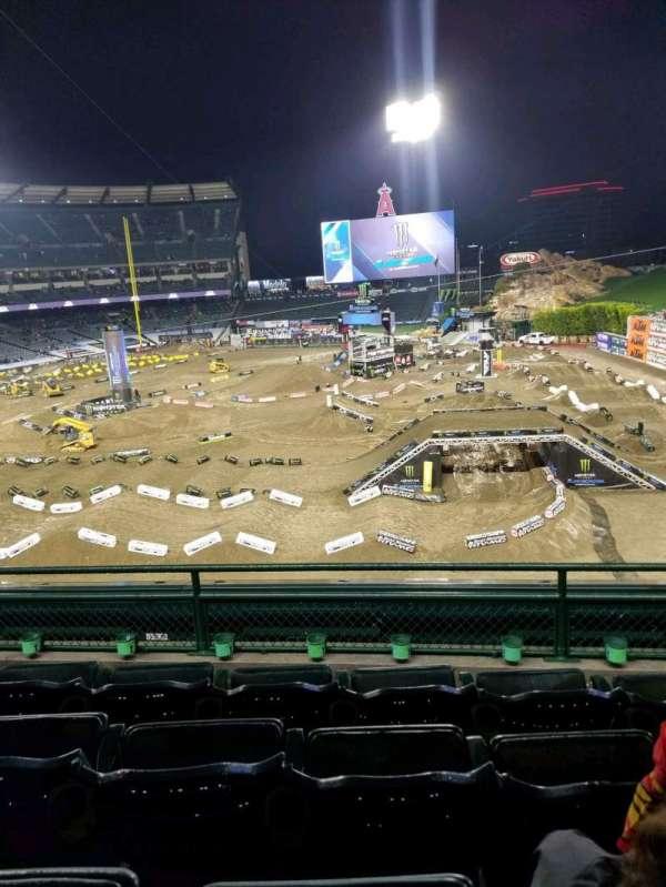 Angel Stadium, secção: 343, fila: D, lugar: 11