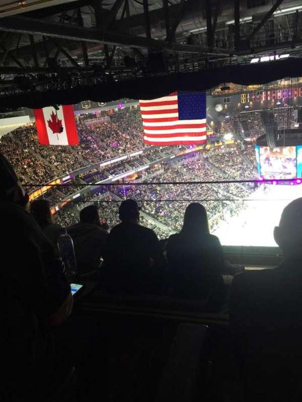 T-Mobile Arena, secção: Hyde tables, fila: 13