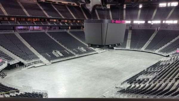 T-Mobile Arena, secção: 105, fila: a, lugar: 6 - 7