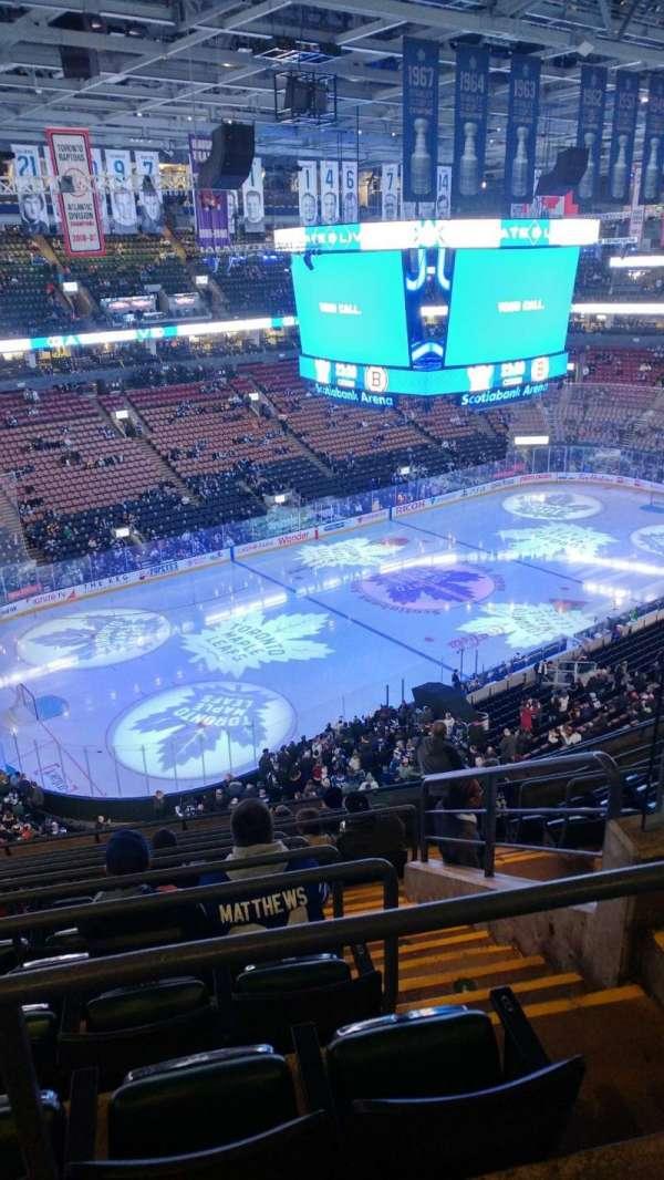 Scotiabank Arena, secção: 324, fila: 10, lugar: 4