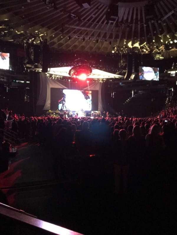 Oracle Arena, secção: 10, fila: A4, lugar: 9