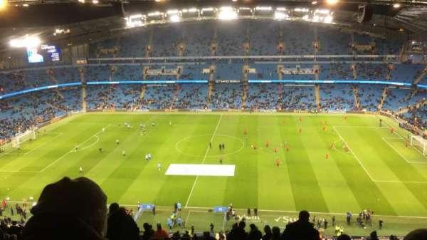 Etihad Stadium (Manchester), secção: 325, fila: CC, lugar: 720