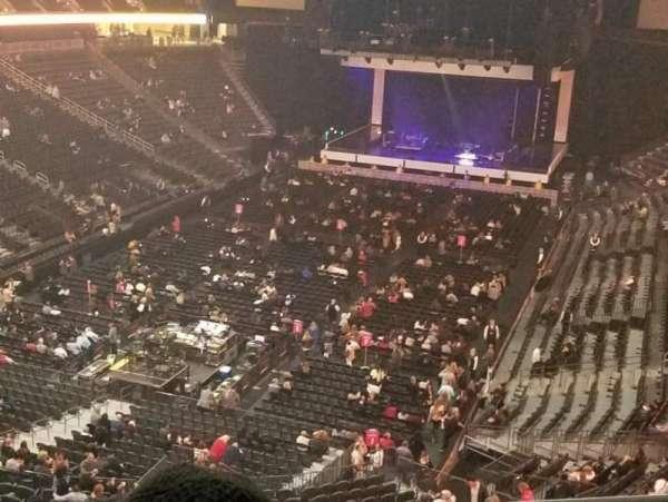 T-Mobile Arena, secção: 209, fila: B, lugar: 15