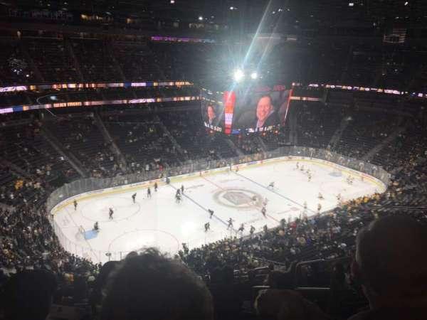 T-Mobile Arena, secção: 201, fila: R, lugar: 8