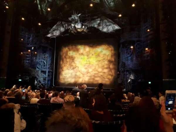Apollo Victoria Theatre, secção: Stalls, fila: R, lugar: 13