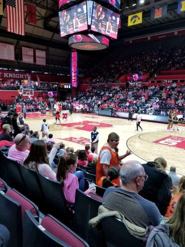 Louis Brown Athletic Center, secção: 105, fila: G, lugar: 1