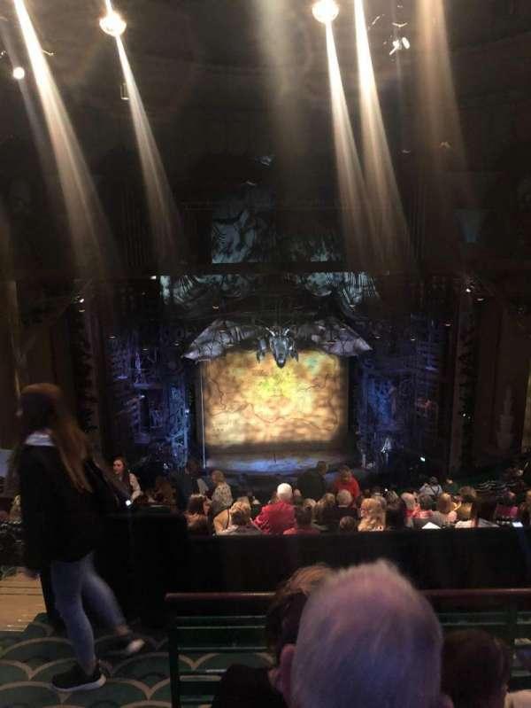 Apollo Victoria Theatre, secção: Dress Circle, fila: R, lugar: 30