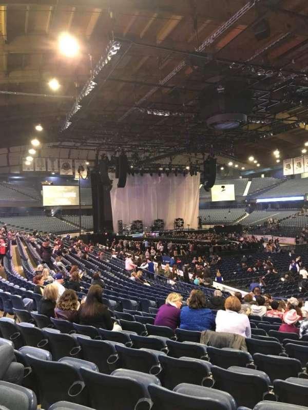 Allstate Arena, secção: 116, fila: R, lugar: 20