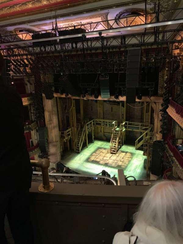 CIBC Theatre, secção: Balcony R, fila: B, lugar: 4