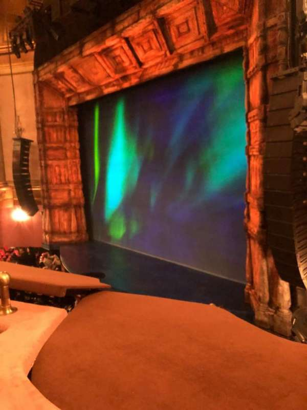 St. James Theatre, secção: Mezzanine R, fila: B, lugar: 30