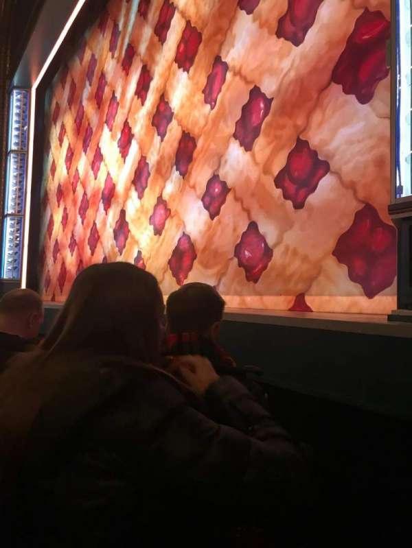 Brooks Atkinson Theatre, secção: Orch right, fila: A, lugar: 12