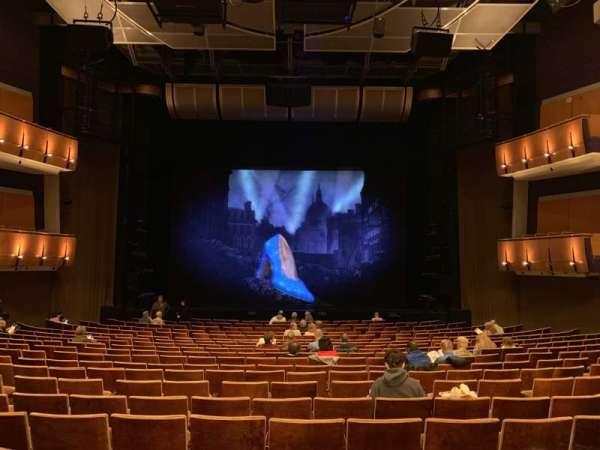 Ahmanson Theatre, secção: Orcastra, fila: T, lugar: 28