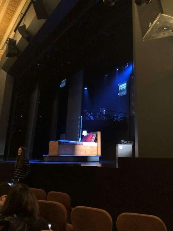 Music Box Theatre, secção: Orchestra R, fila: E, lugar: 18