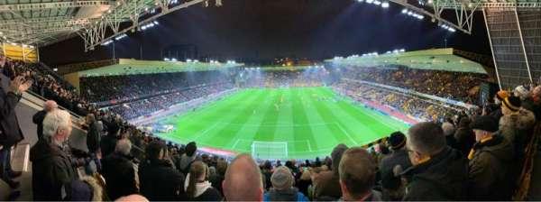 Molineux Stadium, secção: NU3, fila: K, lugar: 66