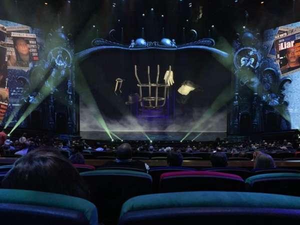 Michael Jackson One Theatre, secção: 203, fila: DD, lugar: 8-9