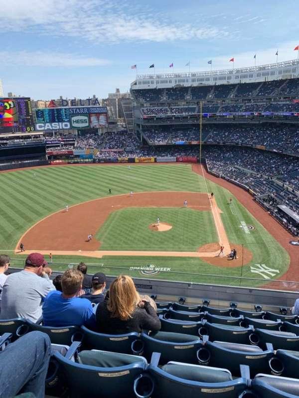 Yankee Stadium, secção: 323, fila: 7, lugar: 8