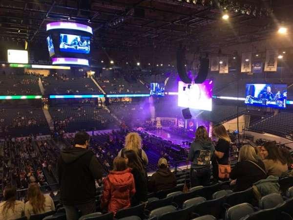 Allstate Arena, secção: 211, fila: J, lugar: 17-18