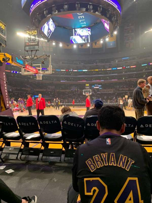 Staples Center, secção: 115, fila: B, lugar: 4