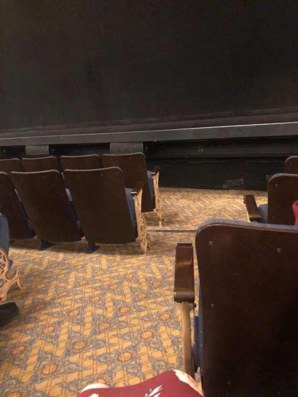 Ambassador Theatre, secção: Orchestra R, fila: C, lugar: 2