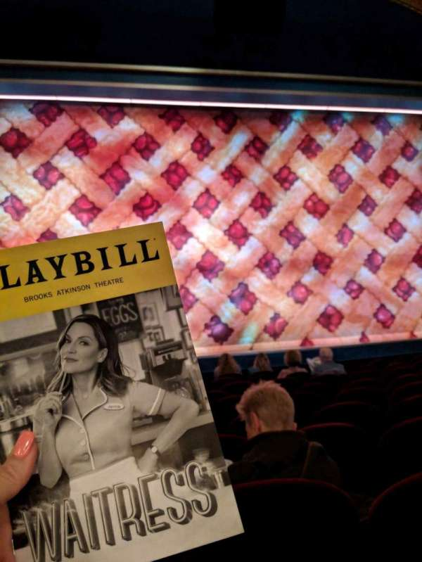 Brooks Atkinson Theatre, secção: COrch, fila: H, lugar: 102
