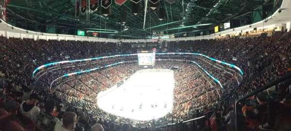 Honda Center, secção: 423, fila: Q, lugar: 1