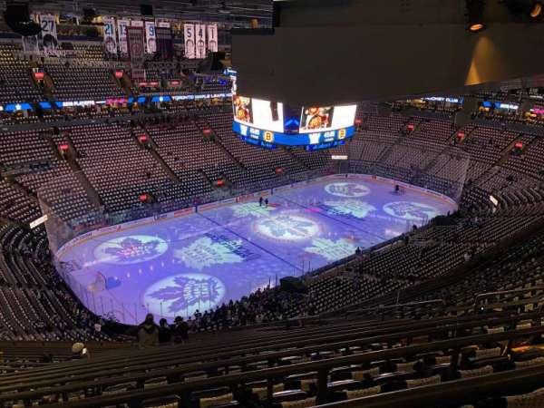 Scotiabank Arena, secção: 324, fila: 17, lugar: 8