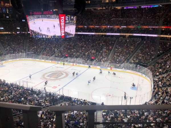 T-Mobile Arena, secção: 208, fila: A, lugar: 7