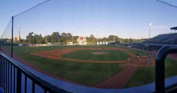 Hank Aaron Stadium, secção: J, fila: 1, lugar: 1