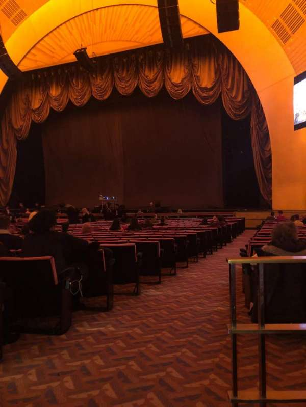 Radio City Music Hall, secção: Orchestra 2, fila: XX, lugar: 213
