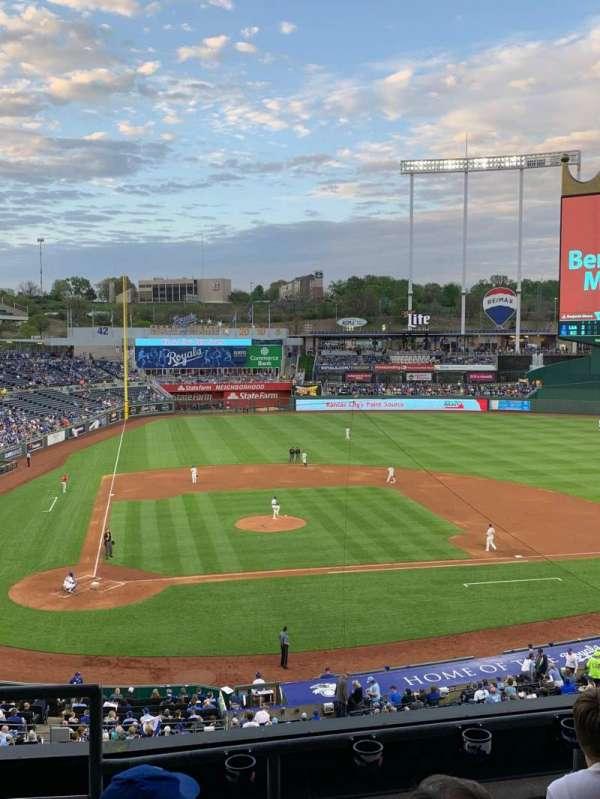 Kauffman Stadium, secção: 313, fila: D, lugar: 1
