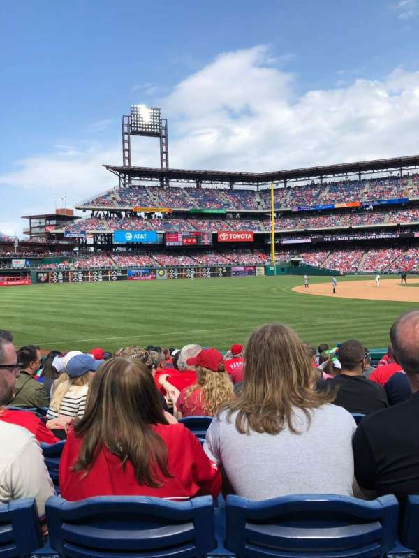 Citizens Bank Park, secção: 136, fila: 14, lugar: 6