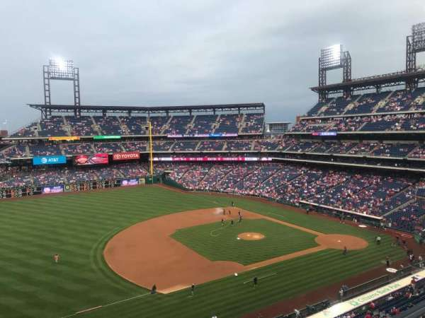 Citizens Bank Park, secção: 329, fila: 1, lugar: 1