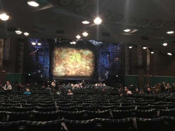 Apollo Victoria Theatre, secção: Stalls, fila: ZE, lugar: 32