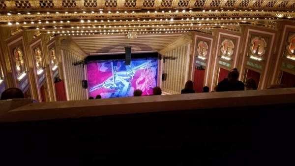 Lyric Opera House, secção: Upper Balcony 2, fila: O, lugar: 32